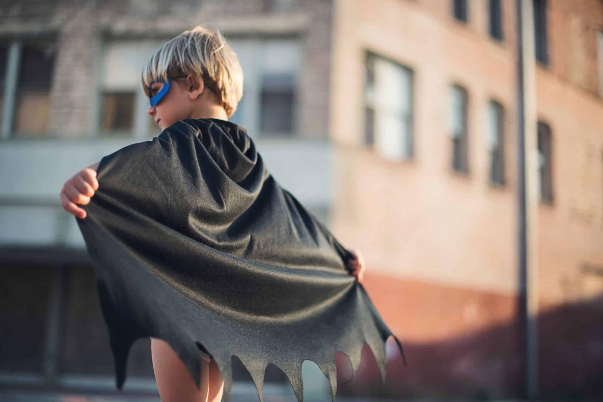 Ты не супергерой! Люди созданы с ограничениями. Бог не сотворил тебя быть супергероем. В Библии есть только один Супергерой. Его зовут Иисус Христос.